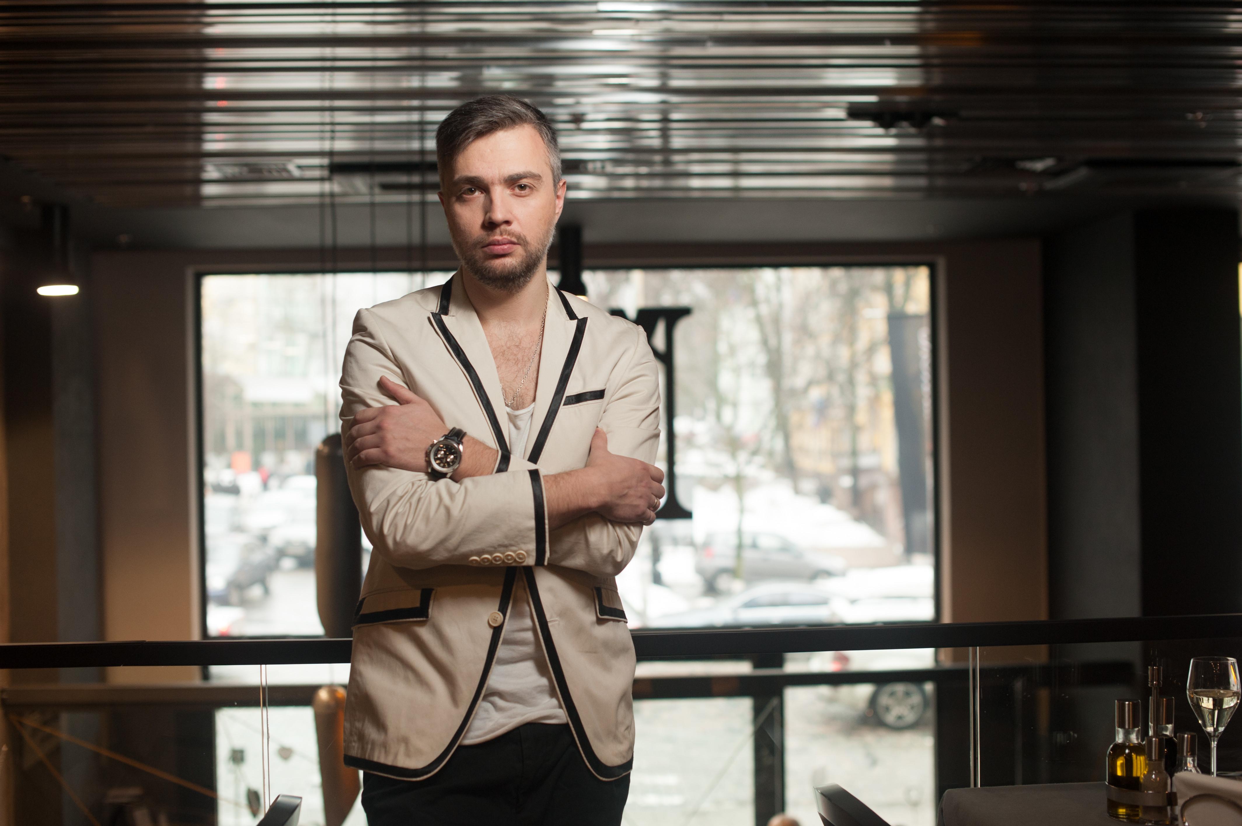 Fotossesion ARTEM N.E.B.A at Mirrors Design Hotel Kiev.
