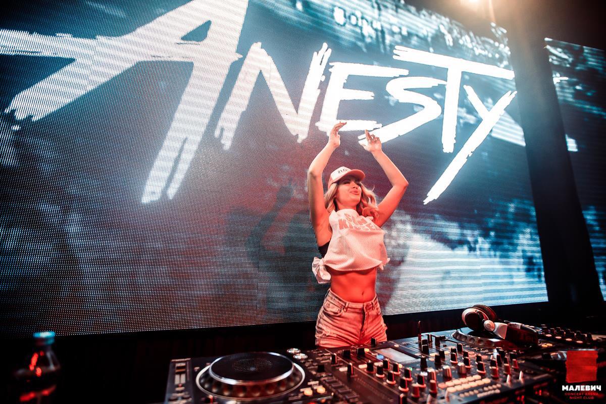 DJ Anesty @ Малевич, Львов
