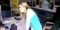 Аня Арфеева танцует под Harlem Shake в студии KISS FM.