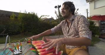 Французький музикант випустив пісню, зіграну на кавунах